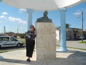 Vicki at statue of Hemingway